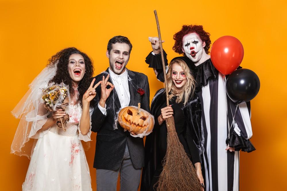 Хеллоуин: костюмы и маски для праздничной вечеринки