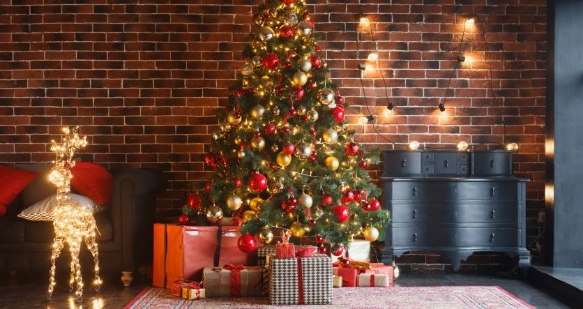 Спрос на товары для праздников вырос в 2,5 раза, а на искусственные ели - в 23 раза