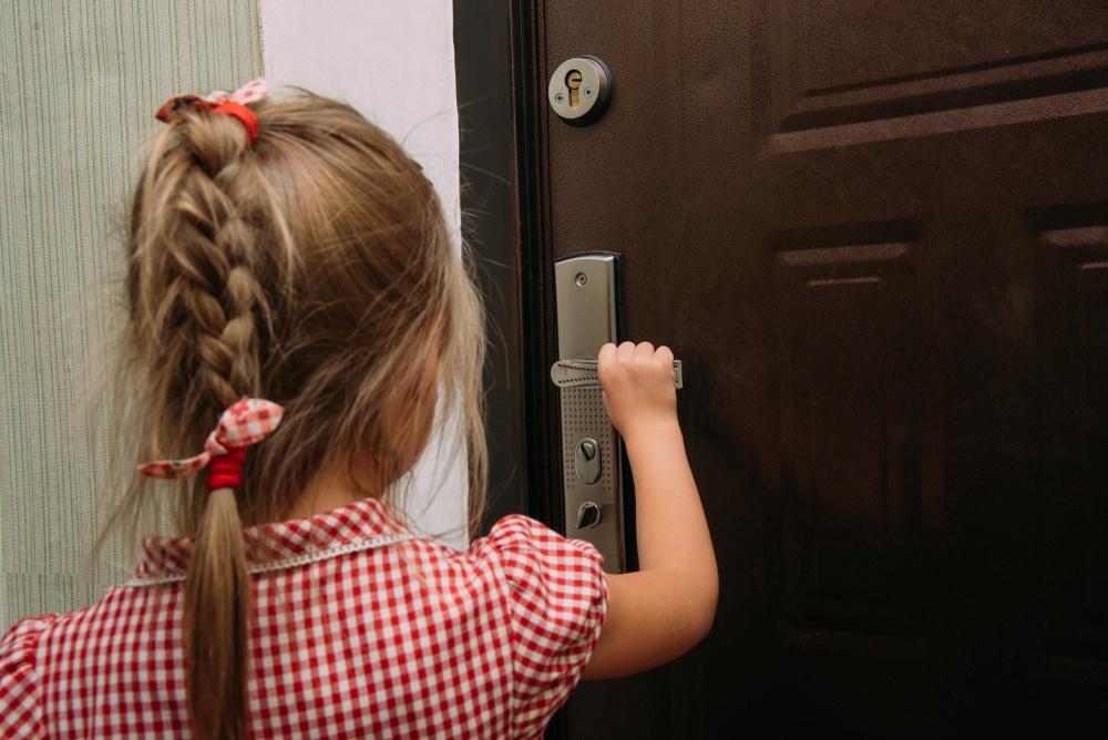 Подъезд: правила безопасности для ребёнка