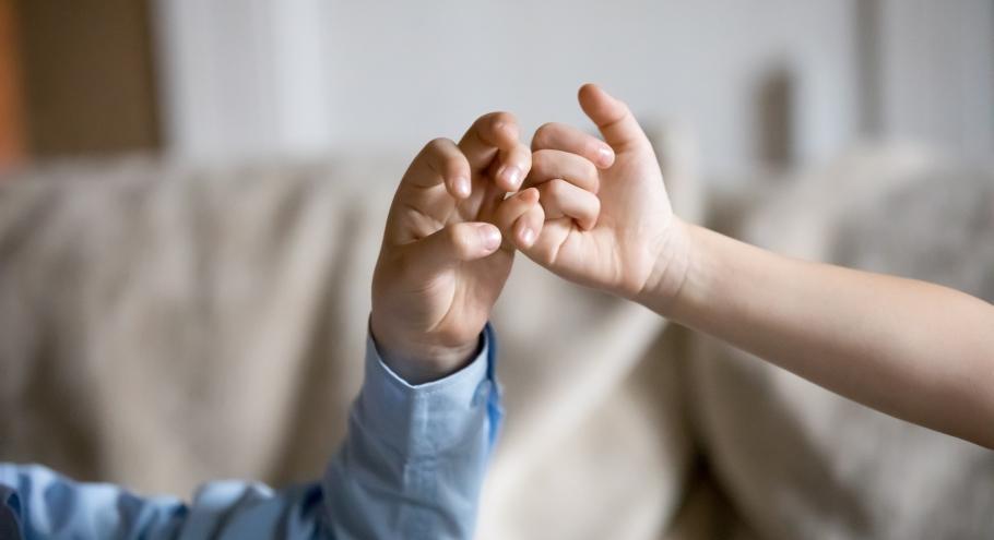 Мирись, мирись, мирись! Как избежать ревности братьев и сестёр?