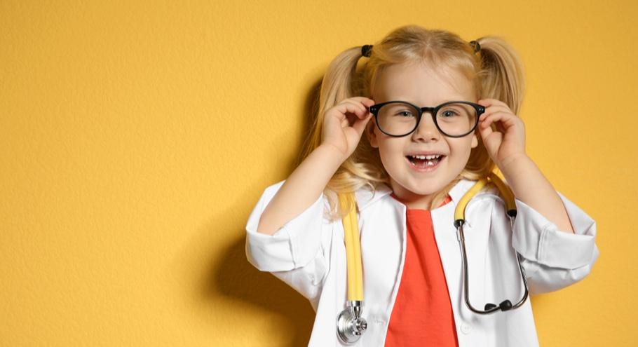 «Я только посмотрю!»: что делать, если ребёнок боится врачей?