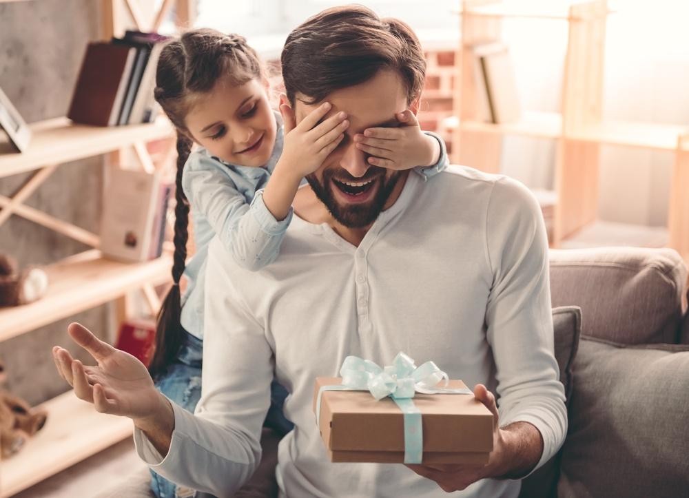 Как научить ребёнка дарить и получать подарки?