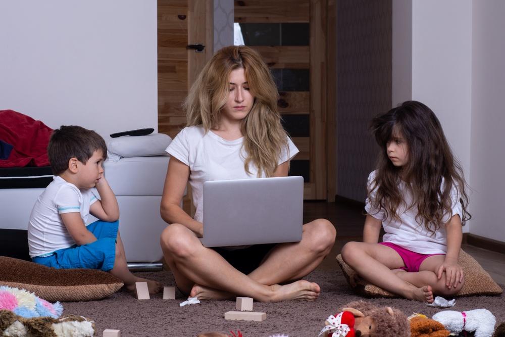 Я — мама, и я — работаю дома. Как сохранять спокойствие?