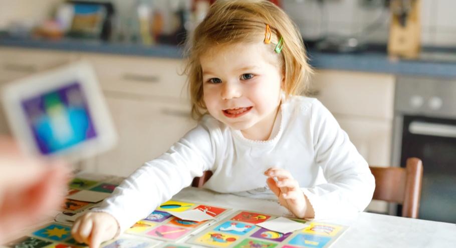10 игр с развивающими карточками для полезного досуга с детьми