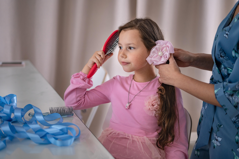 Ребёнок отказывается причесываться: как помочь полюбить ему этот процесс