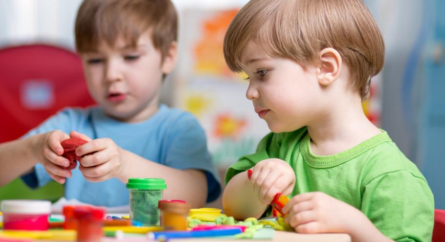 Лепим вместе с ребёнком: какие материалы выбрать