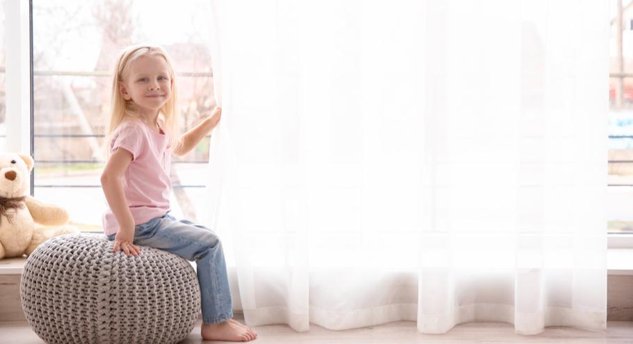 И посидеть, и поиграть: 9 удобных пуфиков для детской комнаты