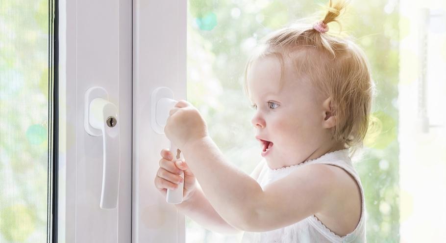 Защита на окна: заботимся о детях