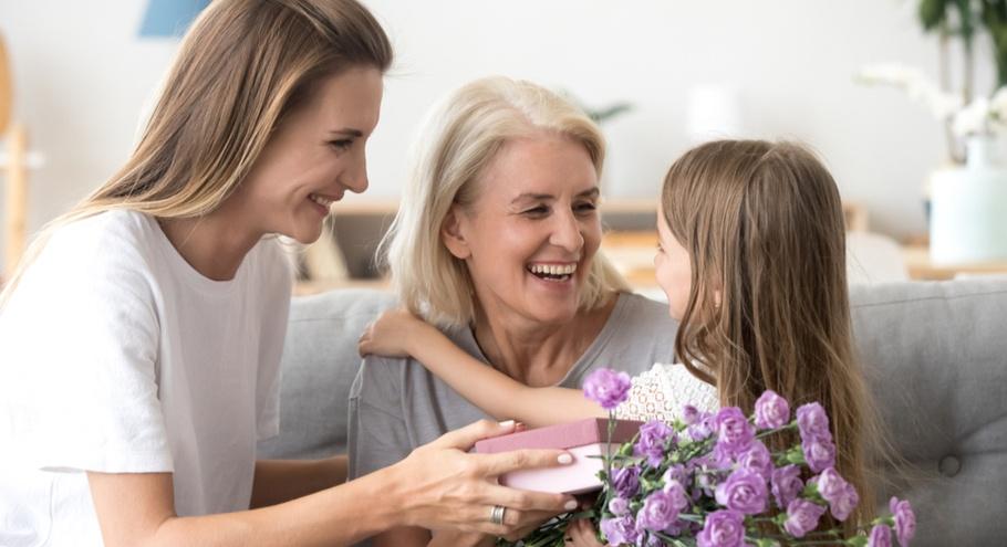 Для самых важных: что подарить маме и бабушке на 8 Марта?