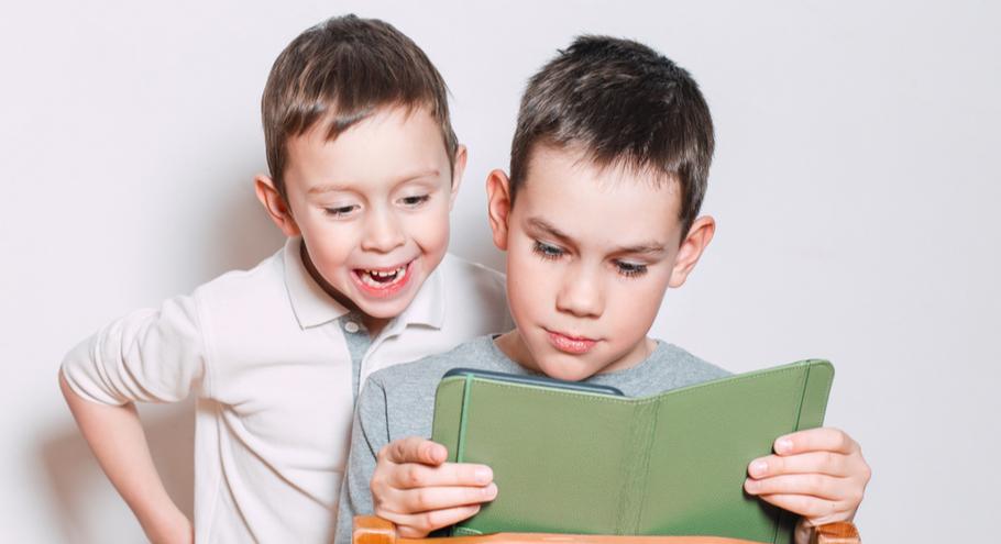 Читают все: как выбрать электронную книгу для школьника