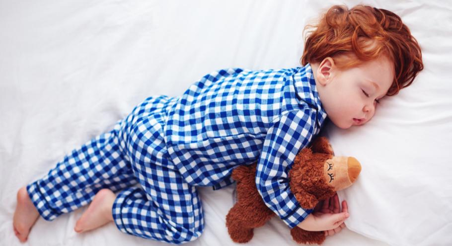 Мягко и удобно: как правильно выбрать детскую одежду для сна