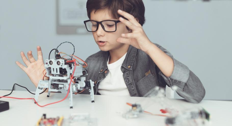 Чипы и резисторы: изучаем роботостроение вместе с детьми