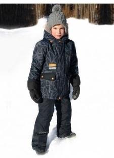 Мальчик в зимнем комбинезоне