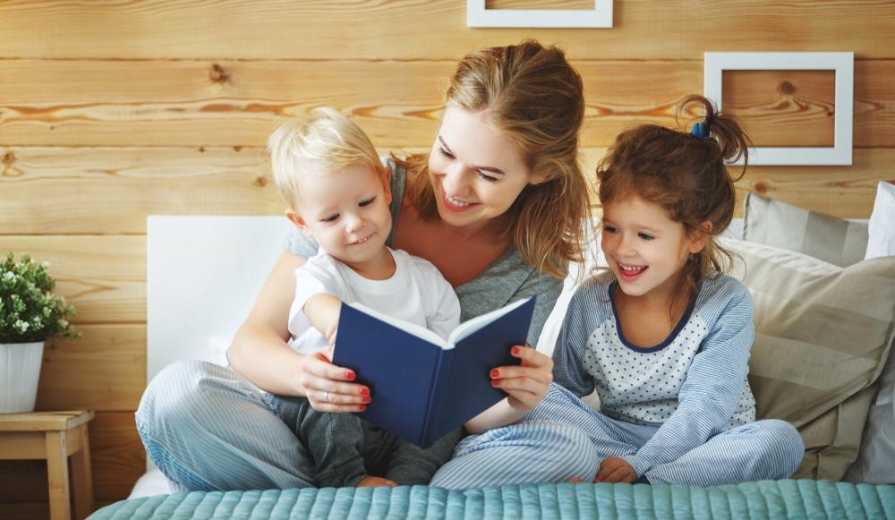 Книги, которые здорово читать в тёплом семейном кругу