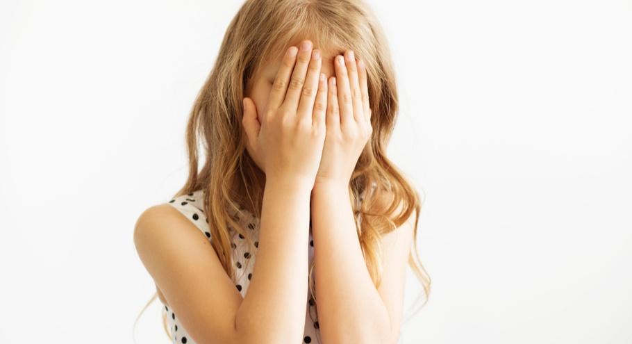 Застенчивый ребёнок: понять и поддержать