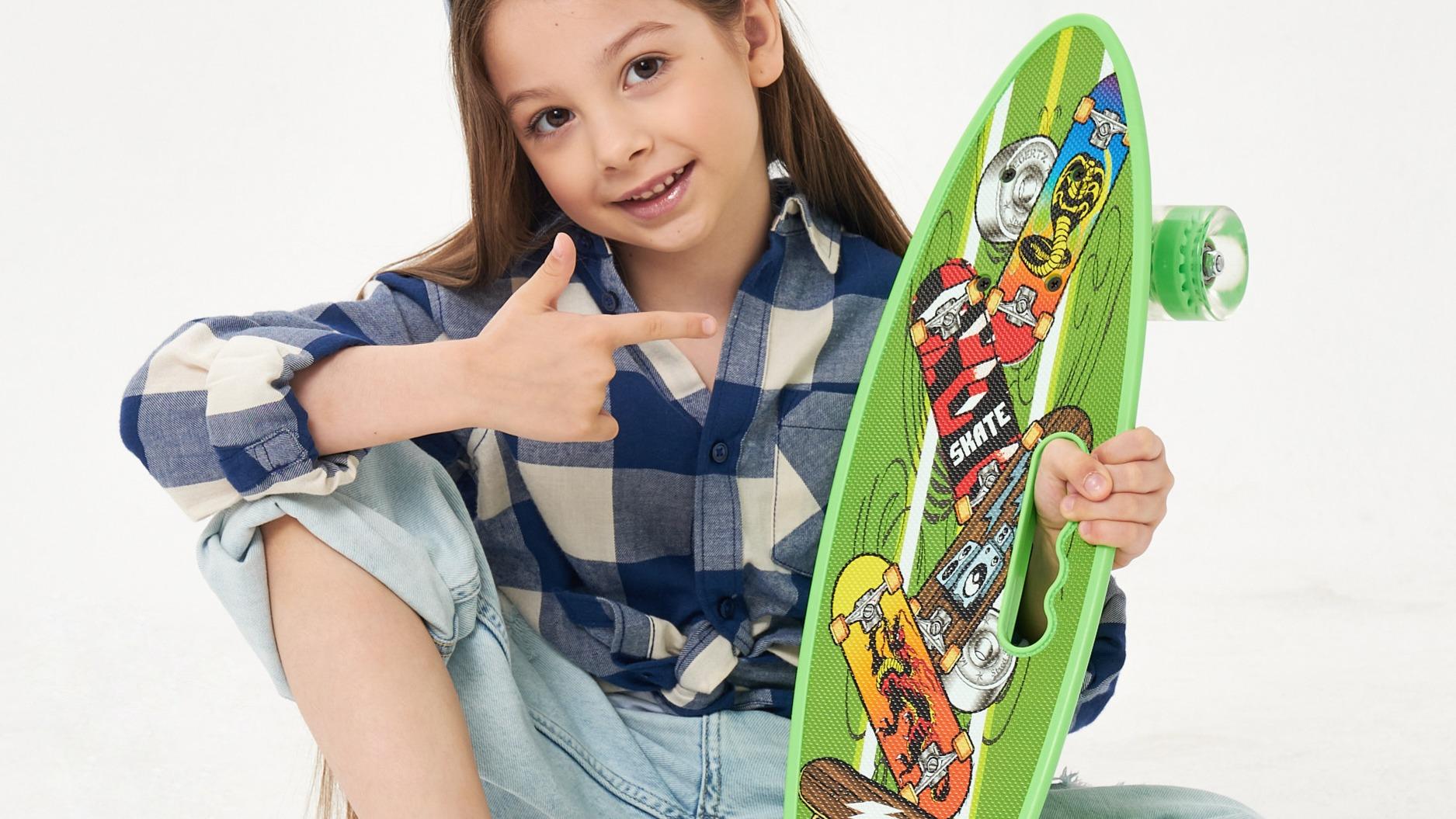 Скейтборд — роликовая доска, которая используется как средство передвижения