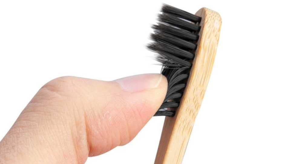 Бамбуковая зубная щетка – экологичное решение для ухода за полостью рта