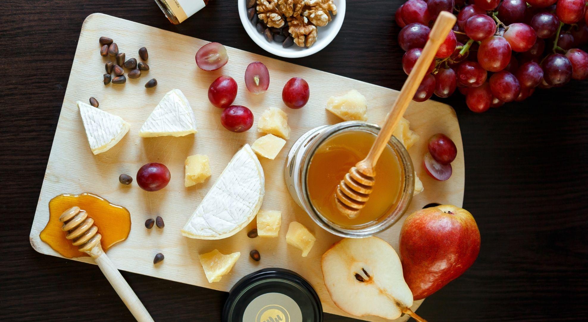 Легко подобрать мёд к сырной тарелке