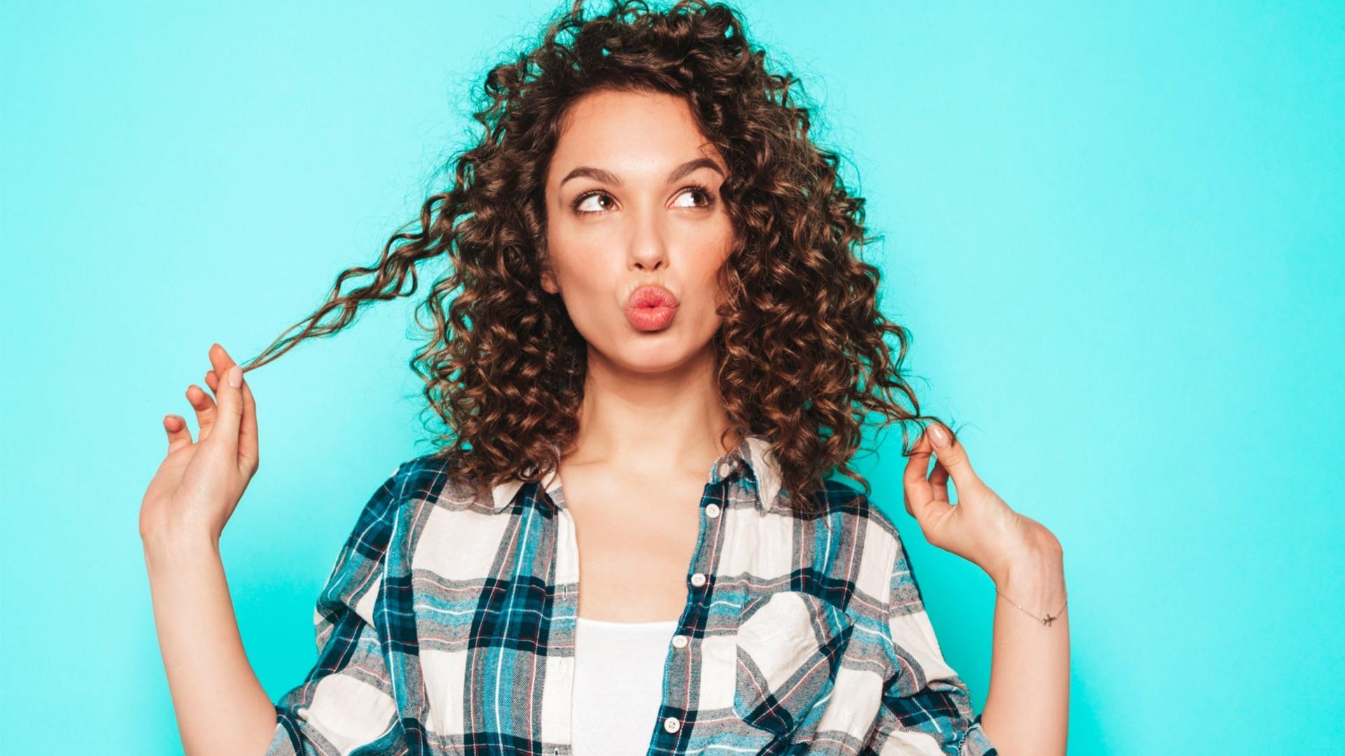 Всего два средства, чтобы сохранить приятный запах волос