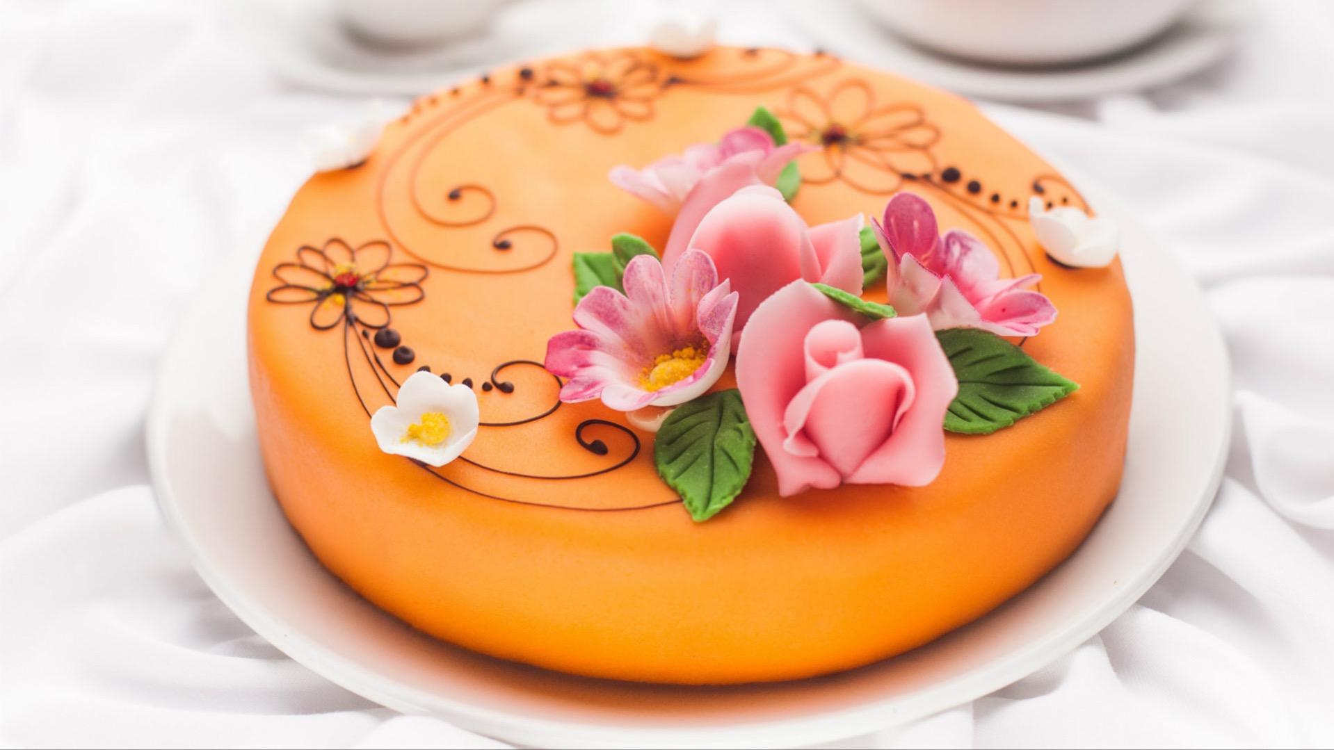 Торт из мастики, который сможет приготовить даже ребенок.