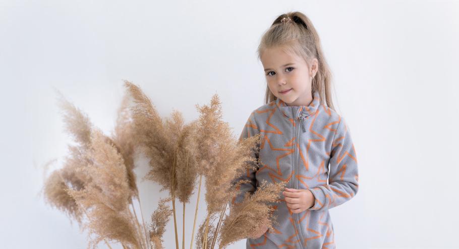 Флисовый комбинезон для ребёнка: преимущества и особенности